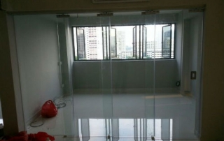 Room Partition using a curtain of glass