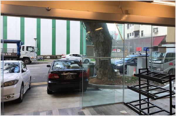Sliding Doors at Sheng Siong